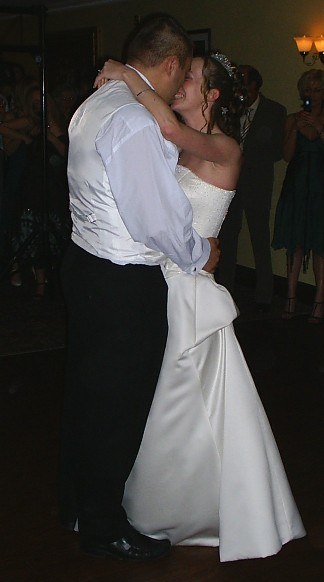 Liz and Liam MUNT First Dance